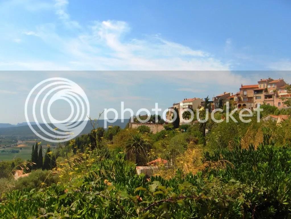 Le Castellet atop the mountain