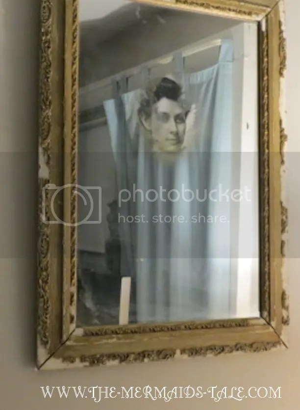 photo ghostmirrorwoman_zps5d22f0f0.png