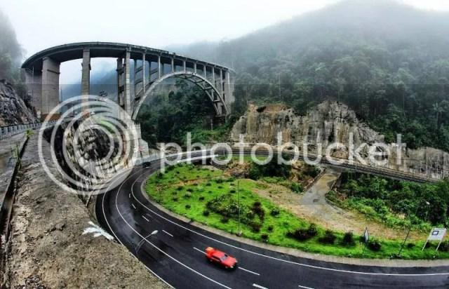 Jembatan Layang Kelok 9 Sumber foto : www.google.co.id