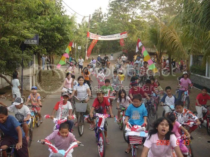 Konvoi Sepeda Hias