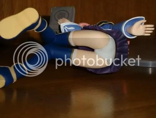 Pantsu - figure deitada e com flash