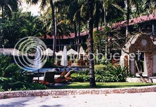 Indah dan nyaman, salah satu fasilitas akomodasi di wilayah Pantai  Senggigi (Sheraton Resort)