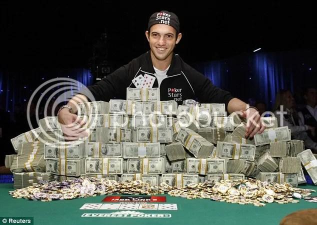 Joe Cada, pemuda 21 tahun ini menjadi Milyader yang kaya raya dari  Poker