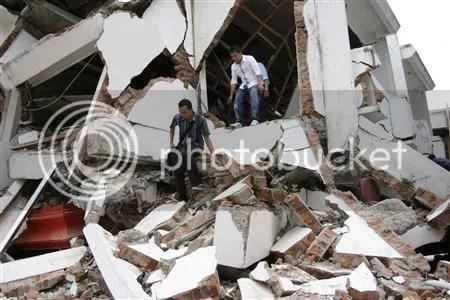 Foto-foto Gempa Padang  (Reuters)