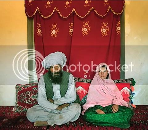 Salah satu pernikahan kakek dengan anak dibawah umur di  Afghanistan