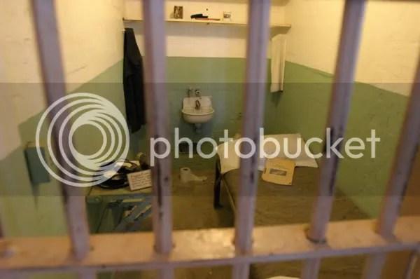 Penjara yang cocok untuk koruptor dan tukang suap yang merugikan  negara cocoknya di penjara seperti di Al Catraz ini