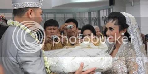 Foto Pernikahan Krisdayanti dan Raul Lemos