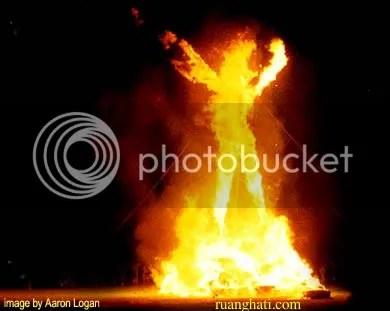 gadis dibakar untuk persembahan
