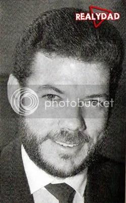 foto, corresponde al año de 1995 donde a nuestro ministro Santos además de crecerle su nariz, le crecia la barba