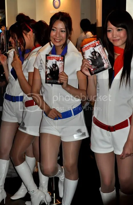 Cosplay Ubisoft swag girls pimping the Assassin's Creed 2