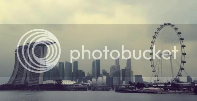 Singapore Skyline: Marina Bay Sands, ArtScience Museum, Raffles Place, Singapore Skyline