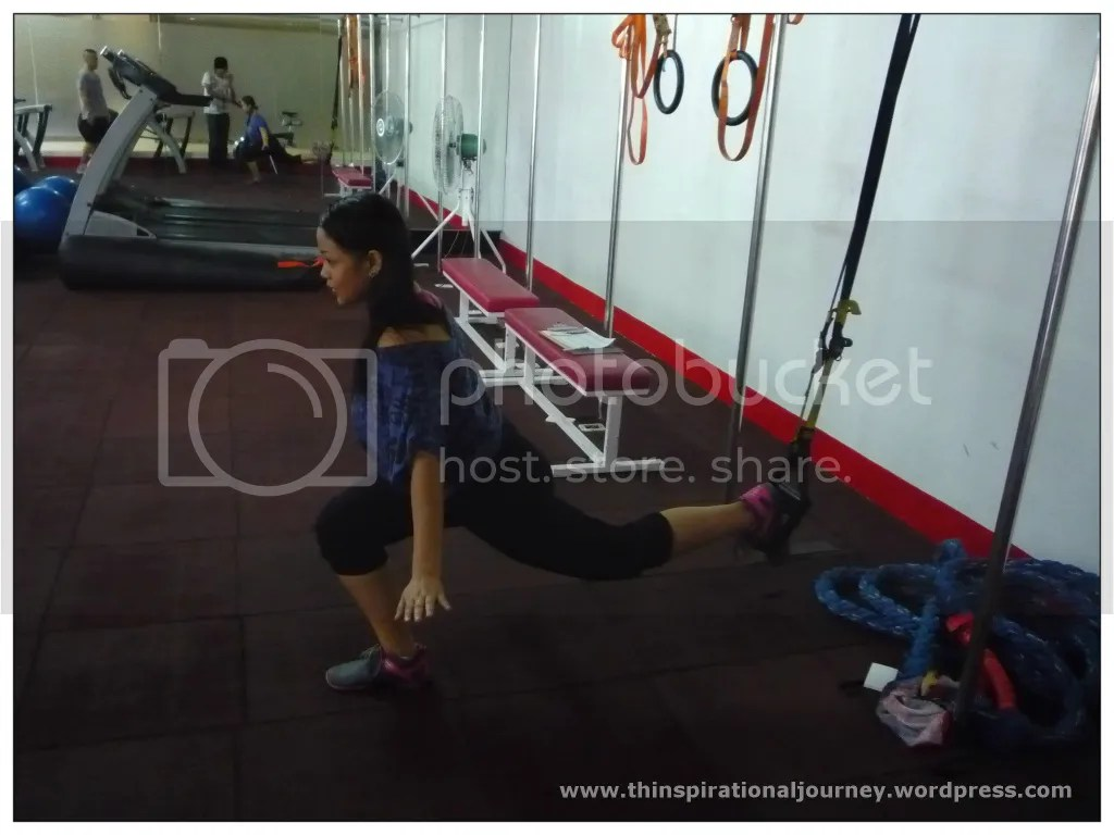 Body weight singel leg lunge on TRX
