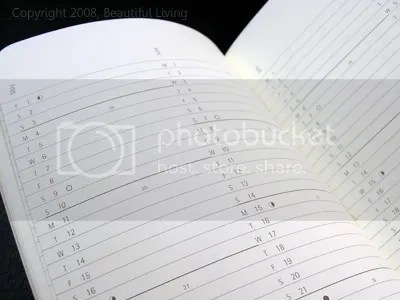 Moleskines monthly planning section is in a lined format. There is room for more details than in the Cartesio, but the format makes it difficult to see your schedule at a glance.