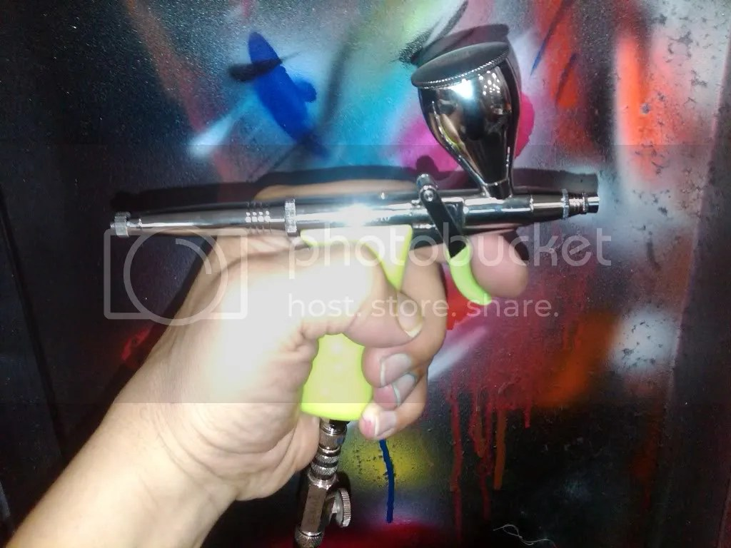 An example of a pistol grip airbrush.