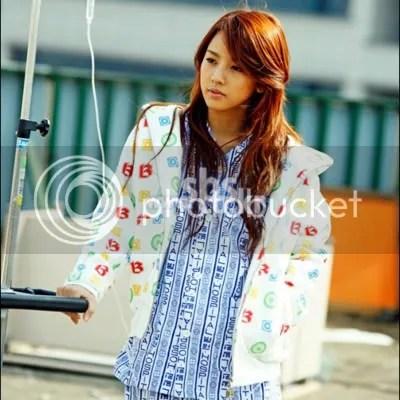 Hyori wearing a hoodie