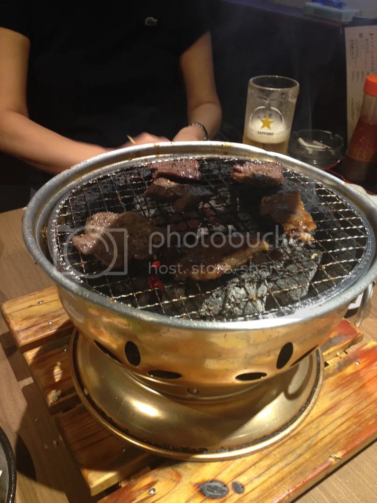 Pardon the dark bit here because on top of this grill bowl is the exhaust... but that beef... we spent like three hours there XDD Imagine the beef.