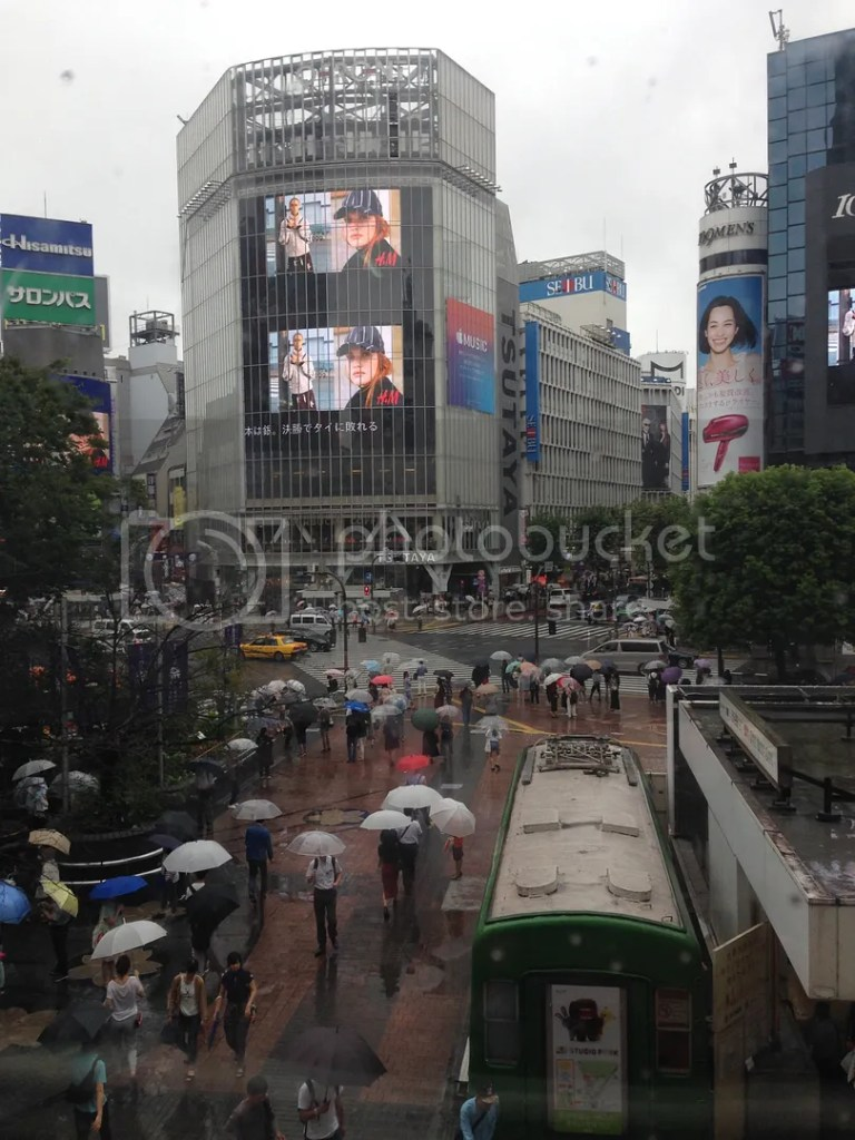 Hello Shibuya! Yeah, even in the rain, the crossing was quite busy!