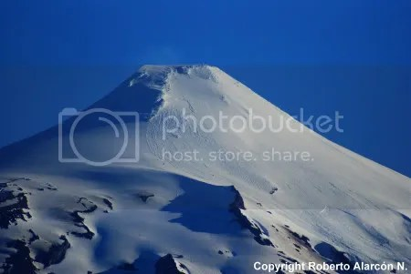 Villarrica volcano, Chile, 2 January 2010 (copyright Roberto Alarcon, POVI)