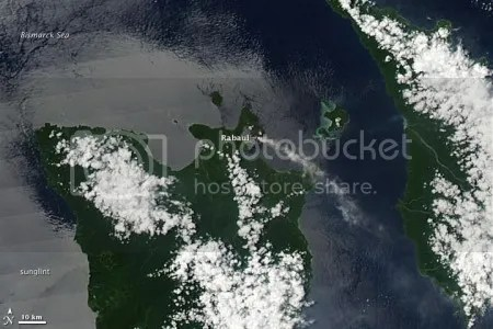 Plume from Rabaul volcano (NASA image, 3 April 2009)