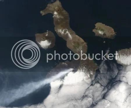 Sierra Negra volcano in the Galápagos erupting, 22 October 2005 (NASA Earth Observatory image: Terra/MODIS)