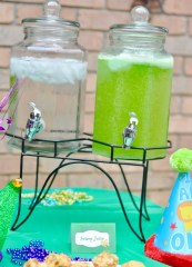 Mardi Gras Birthday Party Ideas for Kids || Mardi Gras Party Decorations || Mardi Gras First Birthday Party Food || Food Label Printables