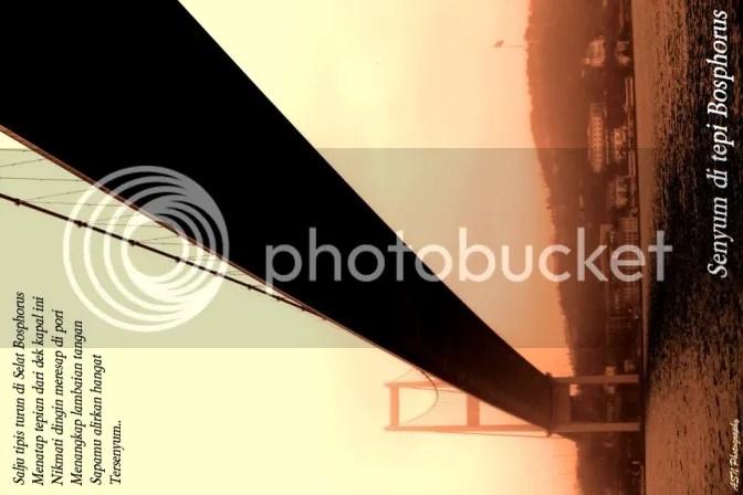 Jembatan di Selat Bosphorus, Foto ini kuambil di Selat Bosphorus, Istanbul, Turkey, saat cruising naik kapal dengan suhu sekitar 1 derajat Celcius, tanggal 15 Februari 2012, pukul 09.27 waktu setempat.