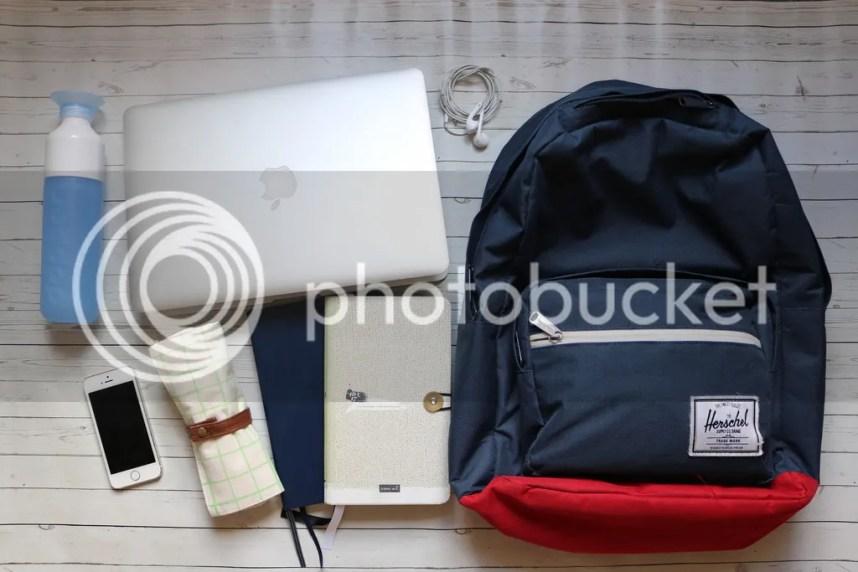 studie, essentials, studeren, student, spullen, laptop, rugzak, bulletjournal, herschel, dopper, etui, iPhone
