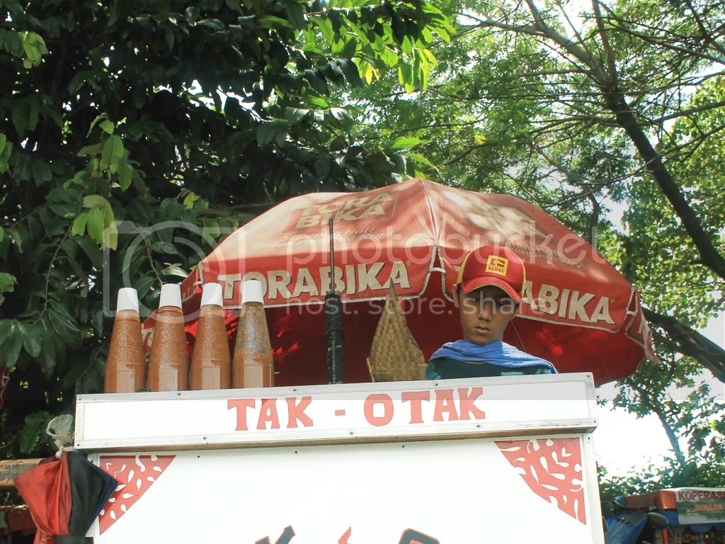 Pedagang kaki lima di Situ Babakan.