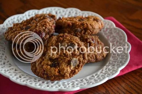 Heart-Healthy Cherry-Chocolate Chip Cookies | http://mybakingheart.com