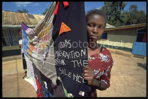 Young woman in Kibera slum holds HIV/AIDS awareness banner. Image: UNAIDS