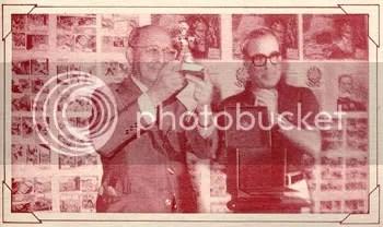 Adolfo Aizen e seu prêmio Yellow Kid, ao lado de Jayme Cortez