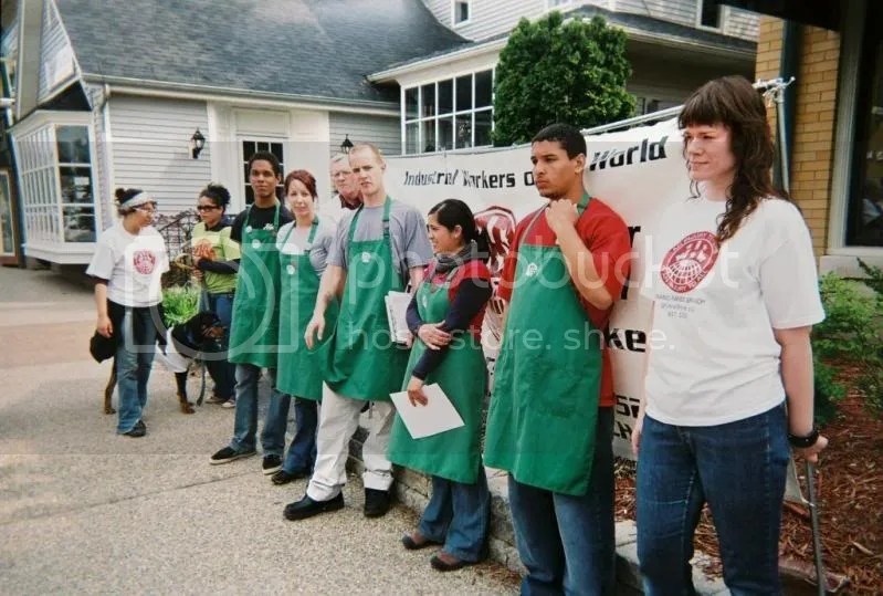 Starbuckworkersgrandrapids.jpg picture by adam_freedom