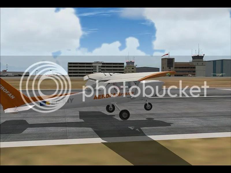 Cessna aterrizando en LECU, base de operaciones de Aerofan