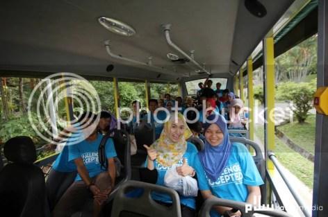 Riag ria dalam bas setelah sesi sky trex di tamatkan