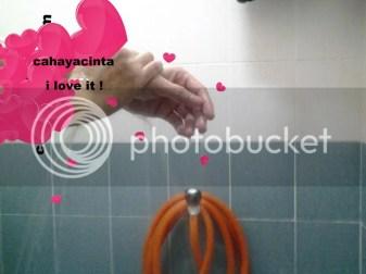 Bilaslah tangan/ badan anda untuk menanggalkan Nivea in-shower skin condition
