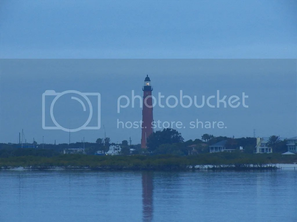 photo ponce-light-predawn.jpg
