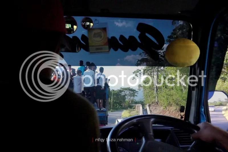 Meninggalkan Borong, dan 'melahap' sisa 56 km lagi menuju kota Ruteng, kabupaten Manggarai