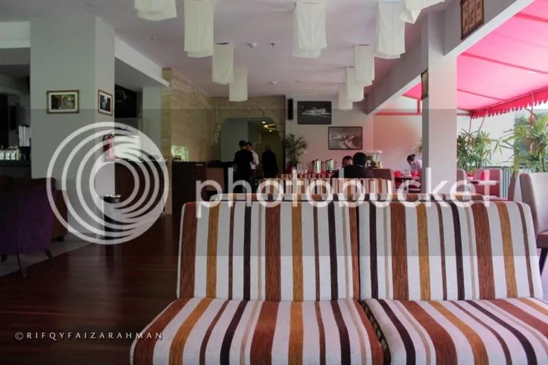 Vertical Lounge Restaurant Hotel Horison Ultima Malang, ayo makan Nasi Goreng Kimcil dan Black Burger Go-Song di sini!