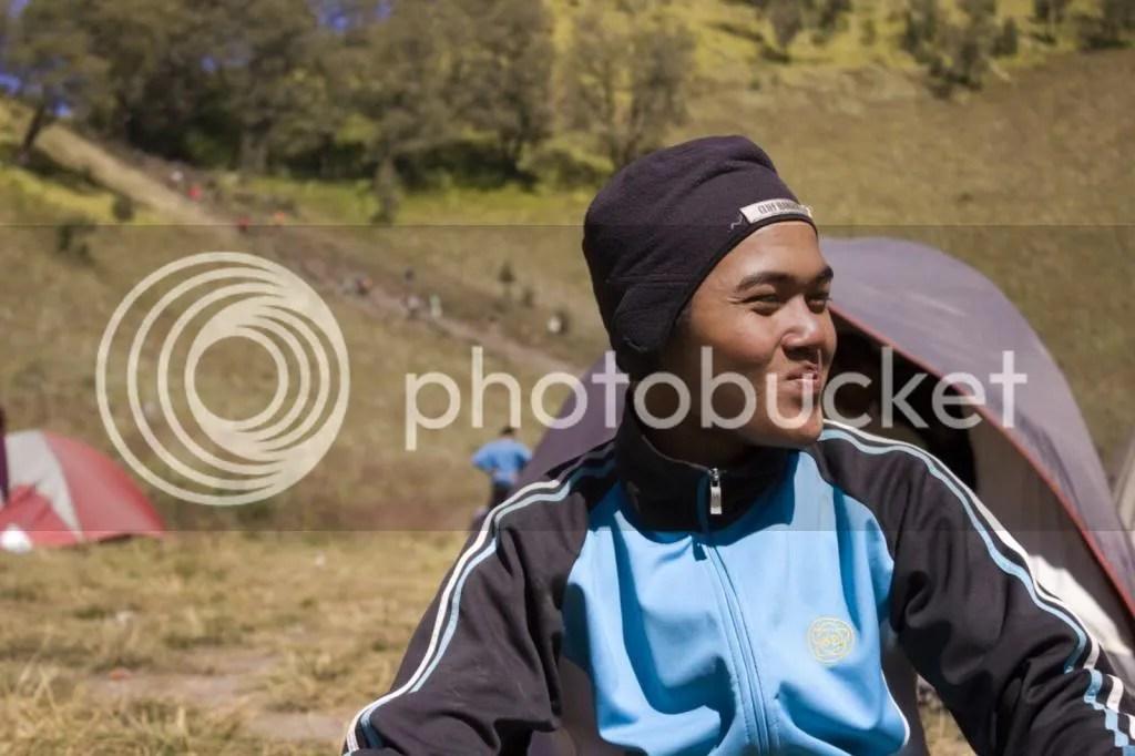Senyum simpul Gunawan, seorang pecinta alam dari Mojokerto