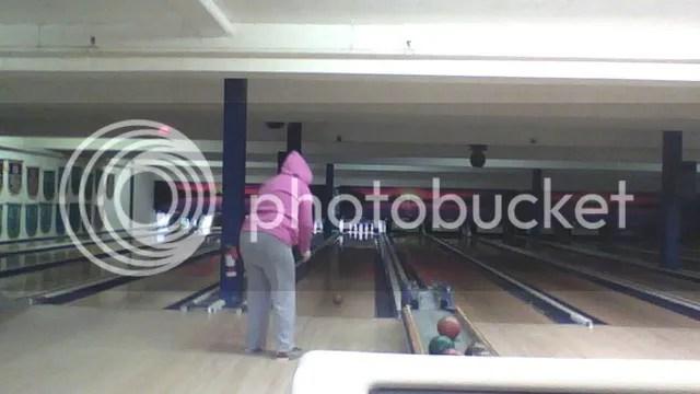 Me bowling ^^ photo 2013-10-18-0922361_zps7396bd54.jpg