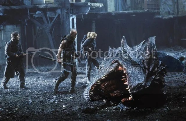 Christian Bale, Matthew McConaughey, and Izabella Scorupco in Reign of Fire