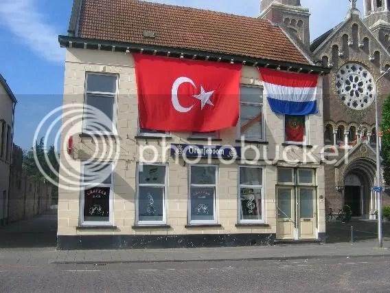 Turkse en Nederlandse vlag