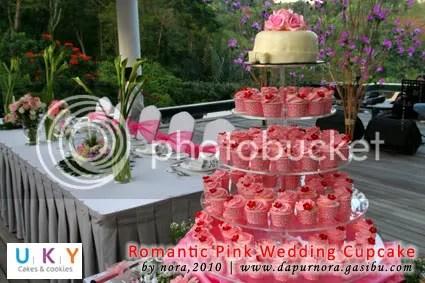 pink wedding cake bandung