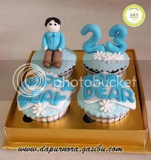cupcake ulang tahun biru