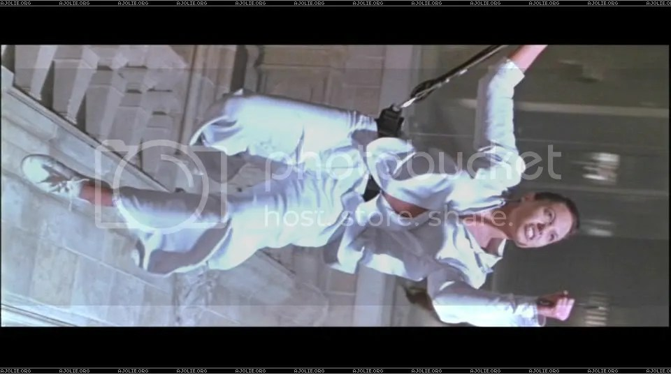 Laras bungee ballet workout gets interrupted.