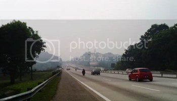 Lebuh raya PLUS berkabus dengan asap
