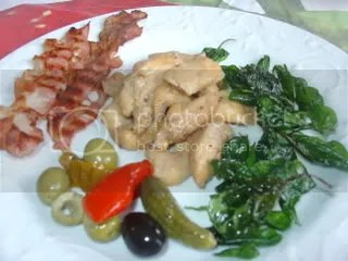 Frango oriental com espinafre frito