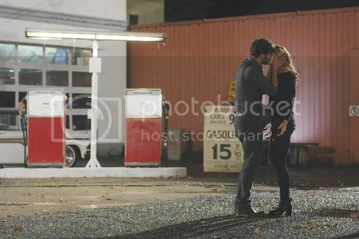 Once Upon a Time, Emma and Graham Kiss