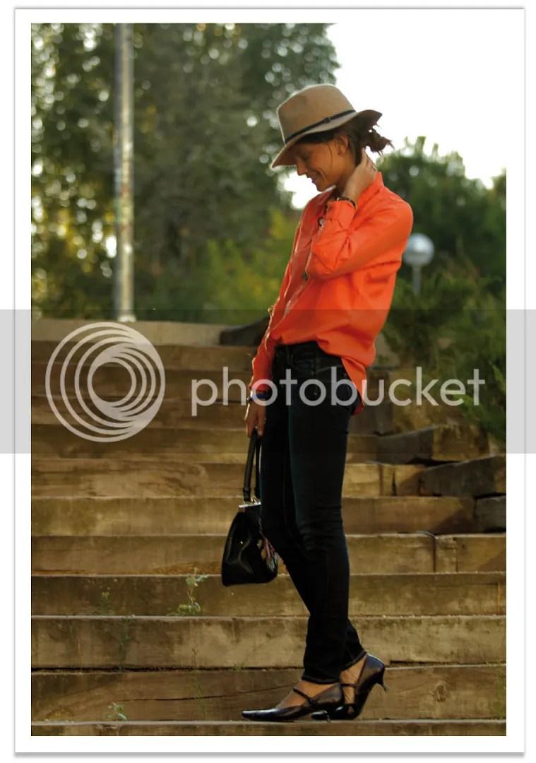 balamoda-sombrero-mango-camisa-naranja 2