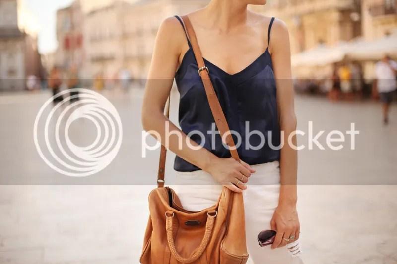 photo white_pants-blue_top-streetstyle-balamoda36_zps2dbbd3eb.jpg